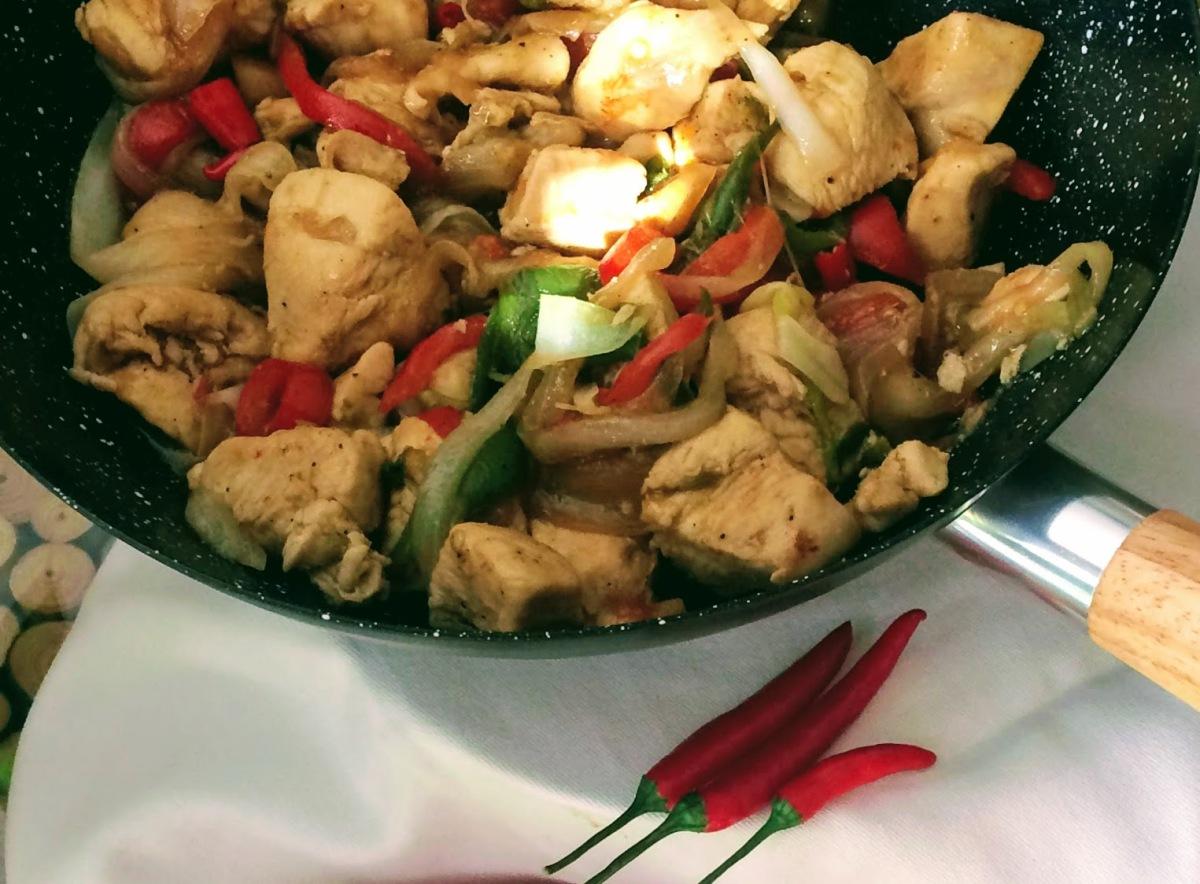 Salteado de pollo con jengibre fresco y arrozjazmín
